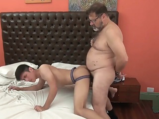 Bear y Hunter daddy hd latin