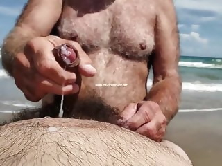 If I Had This Daddy Tugging On My Cock I'd Cum Too!!! beach bear daddy